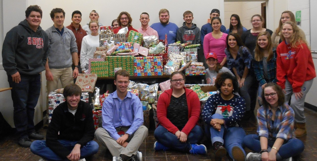 Spanish 219 students with the Christmas gifts for the children of La Casa Amiga